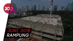Mengintip Pekerja Kebut Elevated Parking Senayan dari Lensa Drone