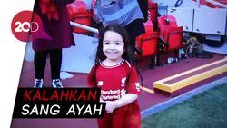 Bikin Gemas! Putri Salah Bermain Bola di Anfield