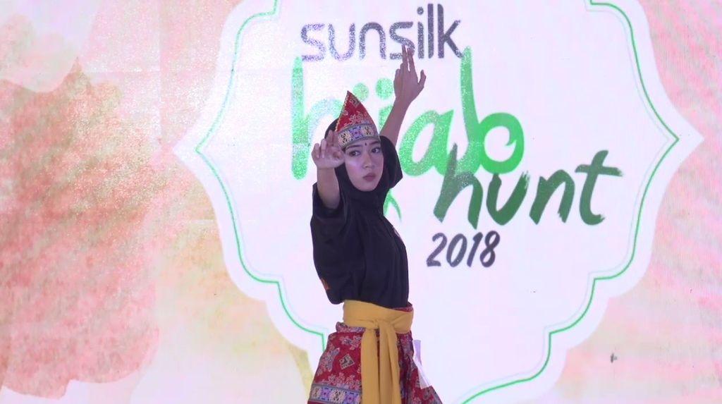 20 Besar Jakarta - Aksi Pencak Silat dan Menari Dinda Millenia