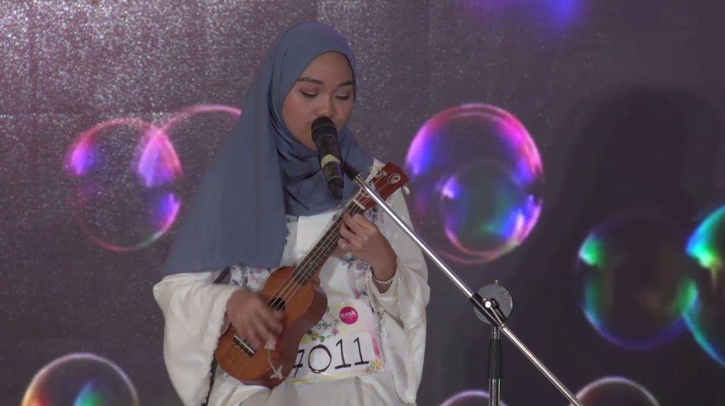 20 Besar Jakarta - Nadhira Menyanyi Diiringi dengan Ukulele