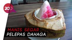 Segar! Buka Puasa dengan Es Campur dalam Batok Kelapa