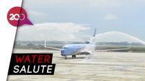 Pesawat Kepresidenan 'Mandi di  Bandara Kertajati