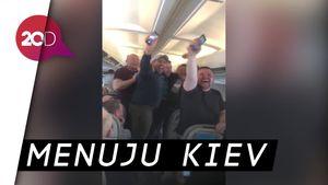 Lagi, Fans Liverpool Buat Gemuruh di Pesawat