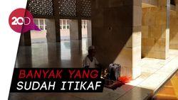Hari Ke-10 Puasa, Jamaah Mulai Ramaikan Masjid Istiqlal