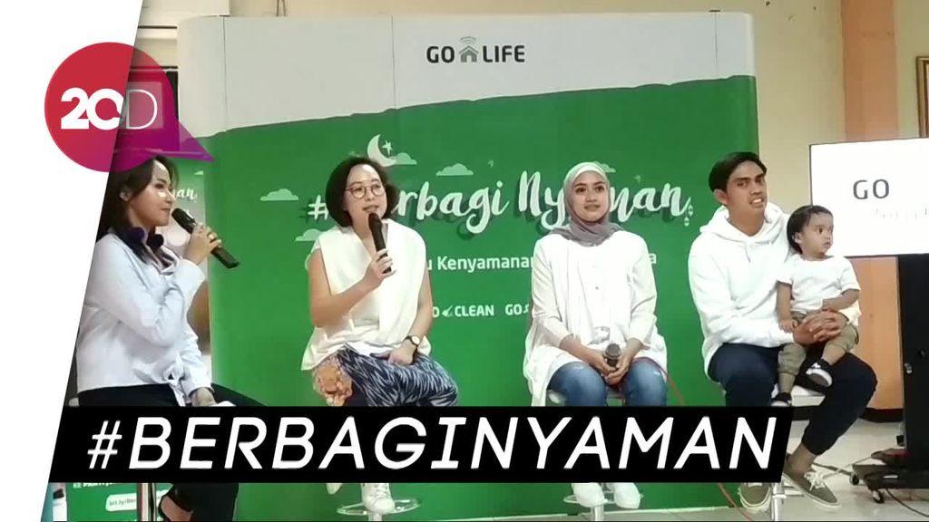 Lansia Nikmati Jasa Potong Rambut dan Pijat Gratis