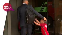 Bocah Terobos Barikade Keamanan Demi Tanda Tangan Ronaldo