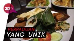 Menyantap Chicken Steak Sambal Matah dan Sandwich Oncom