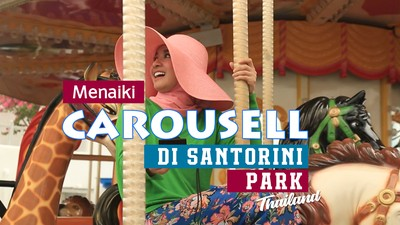 Menaiki Carousell di Santorini Park Thailand