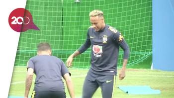 Efek Dihabisi Pemain Swiss, Neymar Tertatih Tinggalkan Latihan