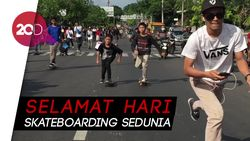 Seru-seruan Lihat Konvoi Skateboard di Kalijodo