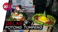 Relawan Rayakan Ulang Tahun Jokowi di Depan Istana