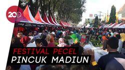 Menyerbu 16.825 Pincuk Nasi Pecel Gratis di Madiun