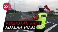Suka Duka Polisi Saat Mengatur Arus Mudik