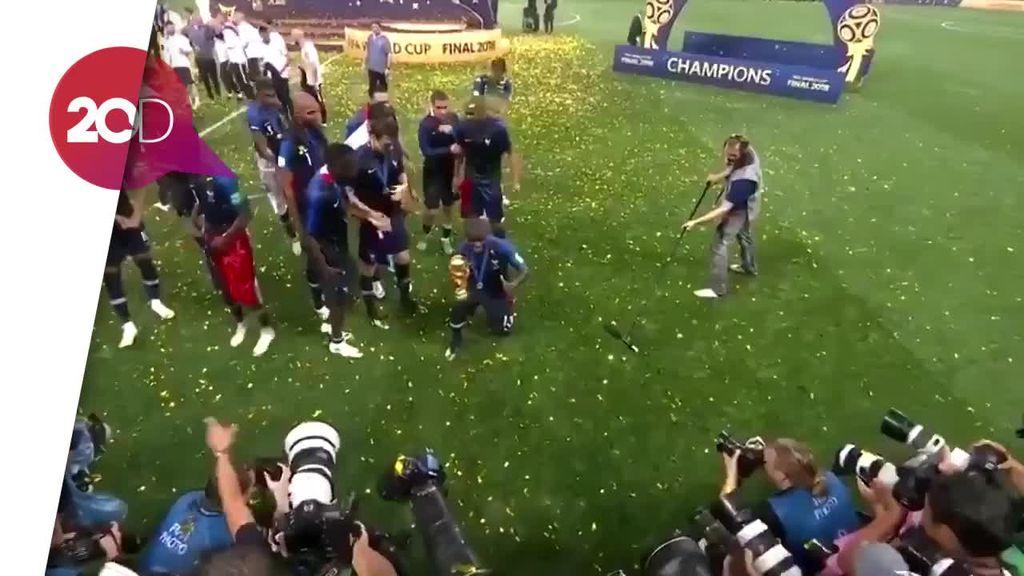 Pemalunya Kante Foto Bareng Trofi Piala Dunia