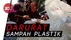 Pelajar Pacitan Bikin Ecobrick dari Sampah Plastik di Pantai
