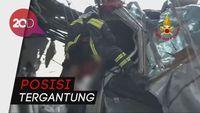 Dramatis! Evakuasi Korban Jembatan Ambruk di Genoa
