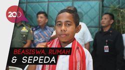 Hadiah Jokowi ke Bocah Si Pemanjat Tiang Bendera