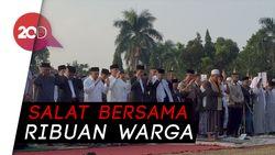 Berjas dan Bersarung Hitam, Gaya Jokowi Salat Id di Cibinong