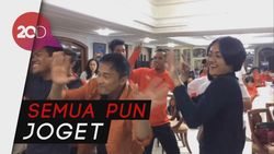 Aksi Mbak Tutut Nyanyi Buat Atlet Baseball-Softball Asian Games