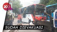 Bus Minitrans Terguling di Jl Gatot Subroto, Penumpang Panik