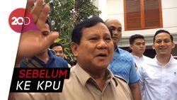 Prabowo Sempat Temui Relawannya saat Tiba di Kertanegara