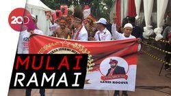 Relawan Jokowi-Ma'ruf Amin Mulai Menyemut di Tugu Proklamasi