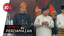 Ketika Jokowi-Prabowo Pegang Burung di Monas