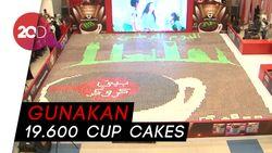 Keren! Mosaik Raksasa Ini Terbuat dari Cup Cakes