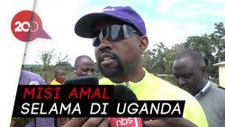 Kanye West Bagikan Sneakers Yeezy ke Ratusan Anak di Uganda