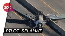Brakk! Pesawat Antik Tabrak Marka Jalan di Los Angeles