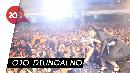 Minta Foto, Via Vallen Dilempari HP oleh Penonton Saat Manggung