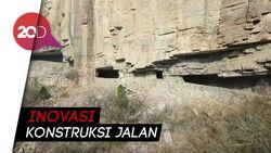 Demi Akses ke Desa Terpencil, Konstruksi Jalan Menembus Pegunungan
