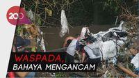 Ganasnya Banjir Malang Sebabkan Mobil Hanyut dan Tanah Ambrol