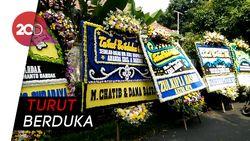 Karangan Bunga Bela Sungkawa Penuhi Rumah Adik Emil Dardak