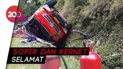 Truk Tangki 8.000 Liter Premium Terguling Gara-gara Sopir Ngantuk