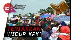 Warga Cianjur Tumpah Ruah di Alun-alun Rayakan OTT Bupati