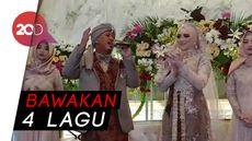 Nyanyian Bahagia Opick di Resepsi Pernikahannya