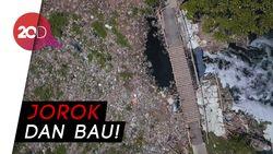 Melihat dari Langit Sungai Sampah di Bekasi