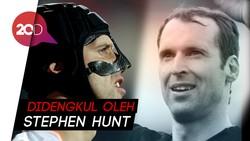 Cedera Horor Petr Cech dan Helm yang Setia Sepanjang Laga