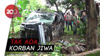 Mobil Pembawa Duit Rp 700 Juta Tabrak Pohon & Nyasar ke Pekarangan