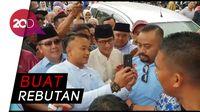 Sandiaga Jadi Objek Selfie Emak-emak di Sukabumi