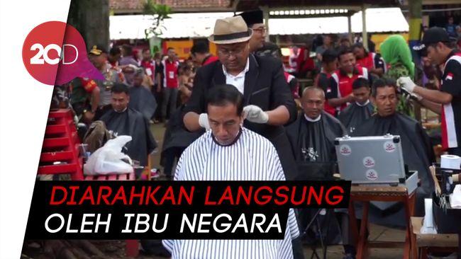 Pak Jokowi Anteng Banget Potong Rambut di Tukang Cukur Asgar ec90070488