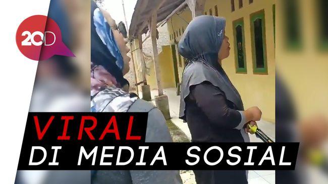 Hasil gambar untuk Viral Video Ibu-ibu Sosialisasikan 'Kawin Sejenis Sah' Jika Jokowi Menang