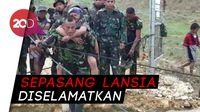 Dramatis! TNI Evakuasi Korban Sentani Melewati Titian Balok