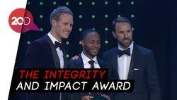 Sterling Dapat Penghargaan Lantaran Berjuang Lawan Rasialisme