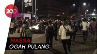 Jalan MH Thamrin Dibuka, Massa Ogah Bubar dan Soraki Polis