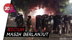 Dipukul Mundur Polisi, Massa Serang Pakai Petasan!