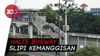 Flyover Slipi Masih Ricuh, Penumpang Busway Berlarian