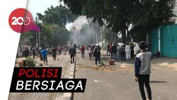 Mulai Beringas! Massa Bakar Ban di Tengah Jalan KS Tubun, Jakpus