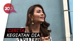 Rindu Ayah, Anak Juliana Moehtar Video Call dengan Makam Almarhum